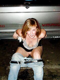 Голые пьяные девушки развлекаются
