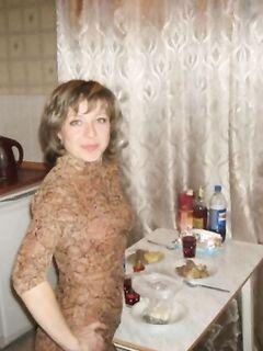 Сорокалетняя домохозяйка с большой вагиной