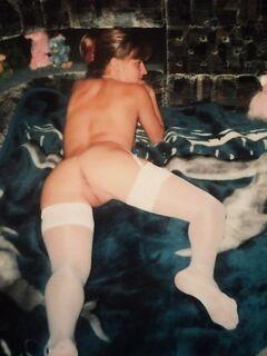 Дашенька в нижнем белье на кровати
