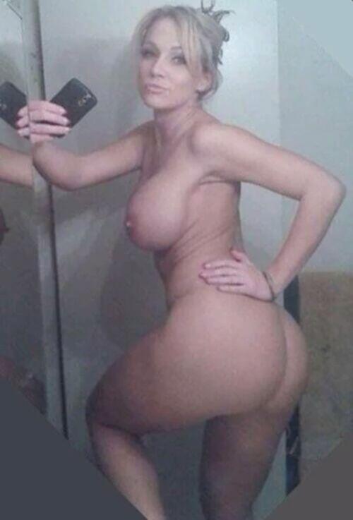 Селфи голых девушек перед зеркалом