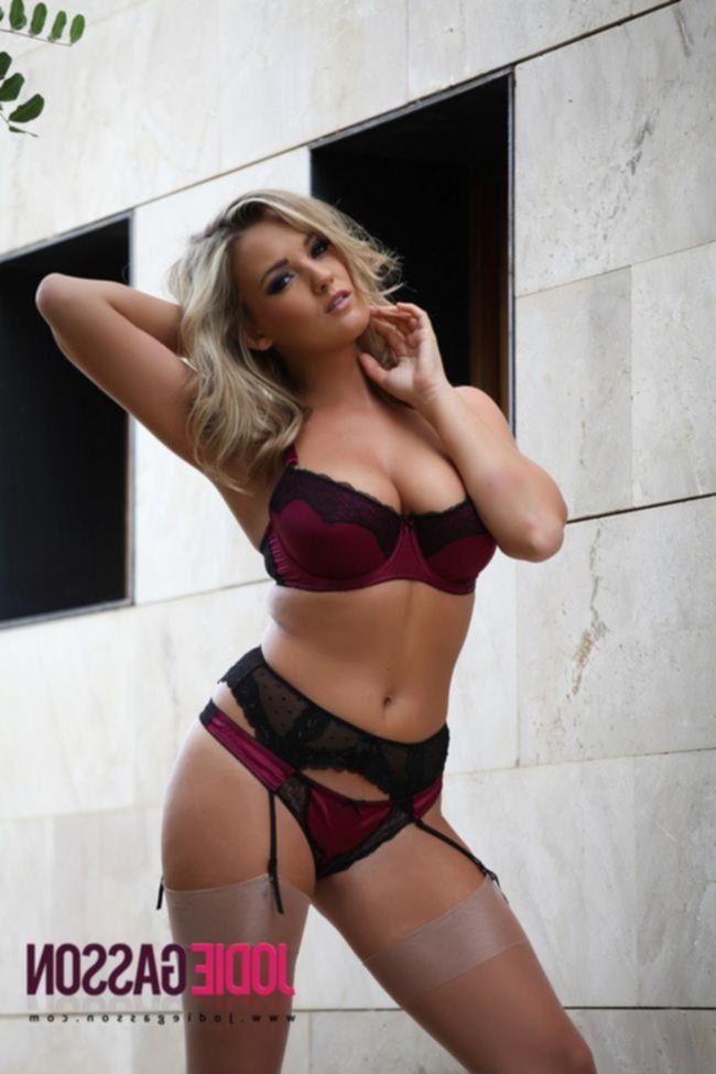 Jodie Gasson в сексуальном нижнем белье