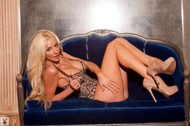 Nicolette Shea в леопардовом купальнике