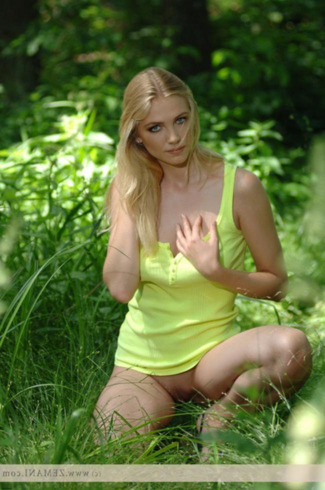 Erika в зеленой маячке