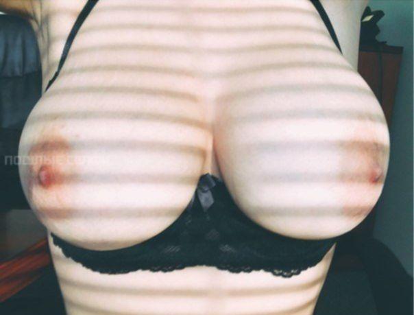 Подборка одиноких девушек с красивой грудью