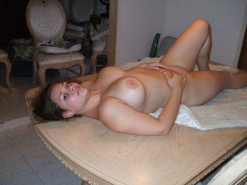 Подборка снимков девушек с обнаженной грудью из ВК
