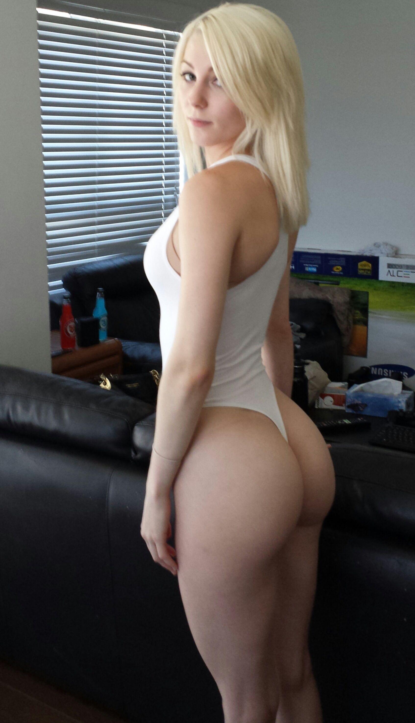 Селфи блондинок с обнаженными сиськами