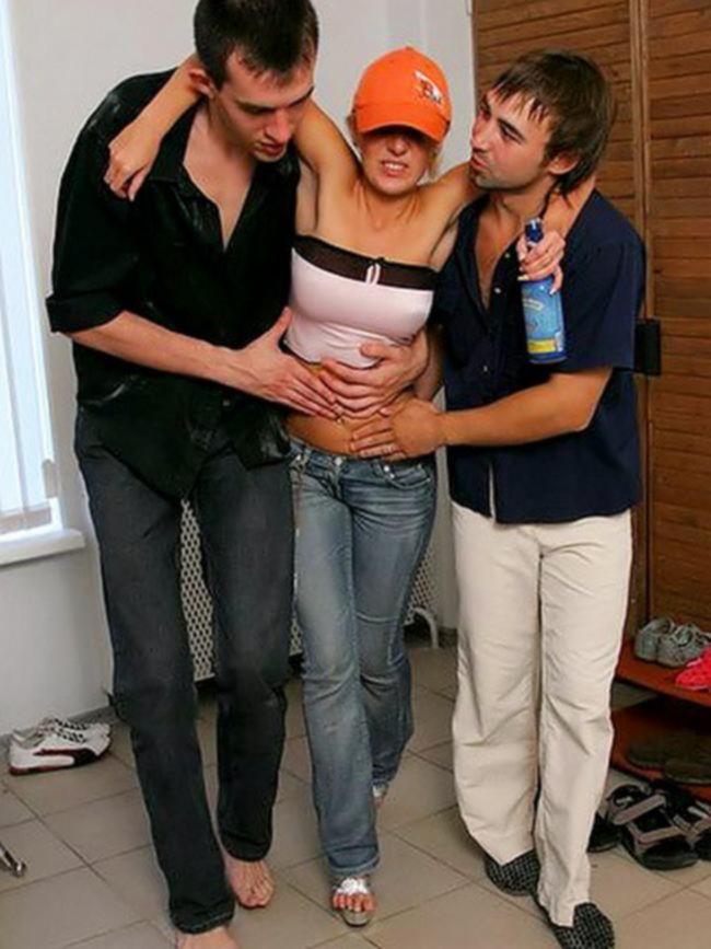 Одна пьяная малолетка и три члена