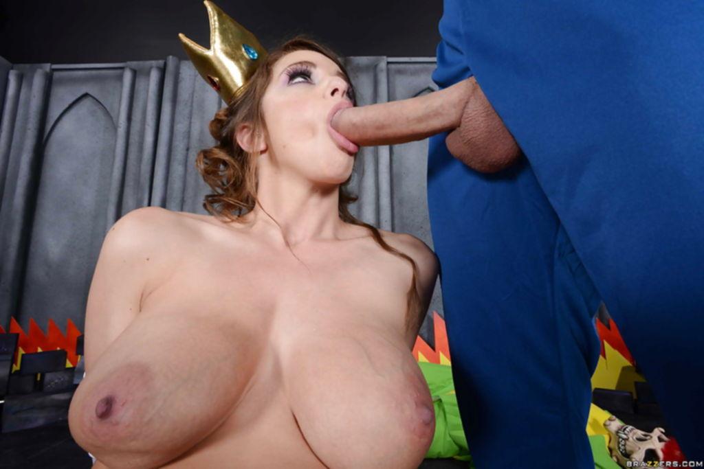 Косплей секс грудастой принцессы с Марио и Луиджи