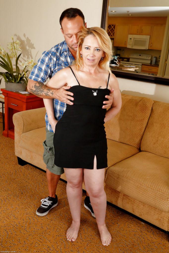 Brandie Sweet подставила толстую пилотку под толстый член партнера