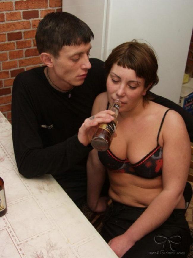 Русская пьяная девушка отдается своему соседу