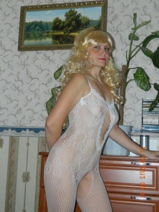 Пятидесятилетняя блондинка все еще хороша