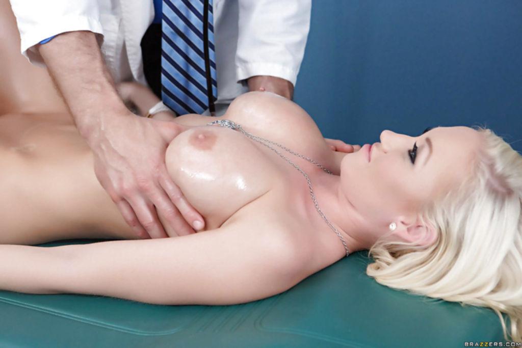 Madison Scott отсосала у доктора на осмотре