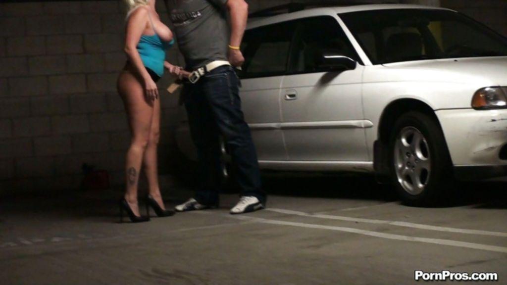 Заснял любовников в момент траха на парковке