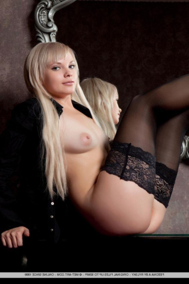 Сексуальная блондинка Feeona A.