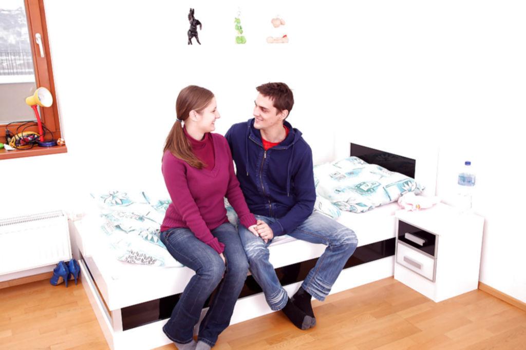 Влюбленная парочка трахается в гостиничном номере