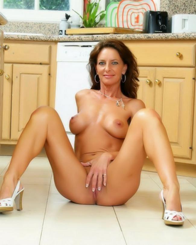 Зрелая мамочка со сладкой пизденкой