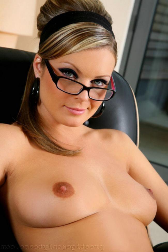 Секретарша Becky Rule в черных чулках