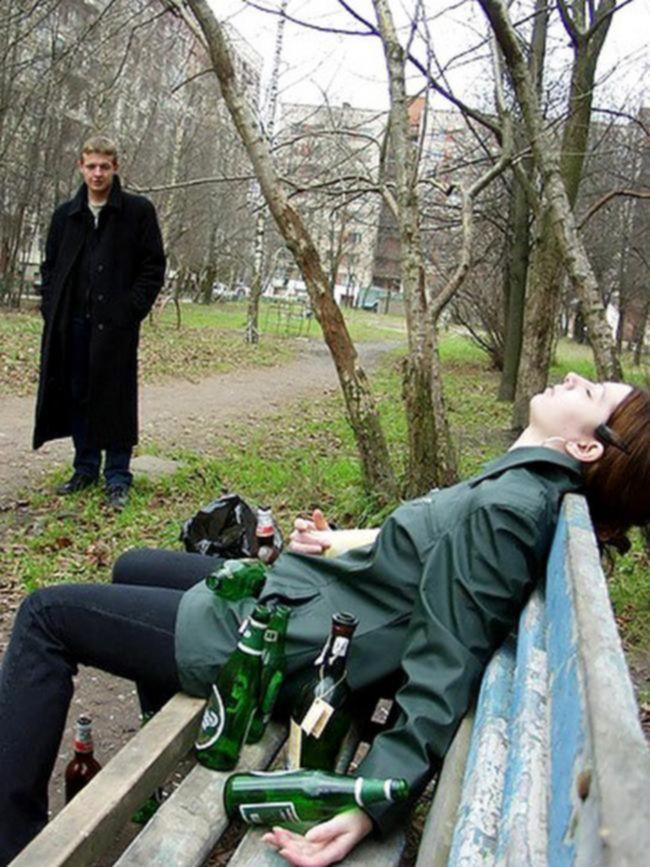 Увидел спящую пьяную девушку и трахнул