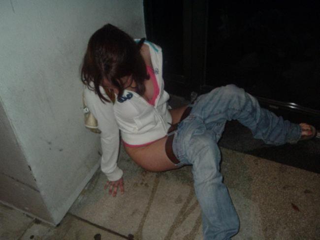 Пьяные горячие студентки развлекаются