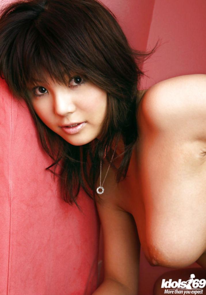Азиатка блещет своей шикарной грудью