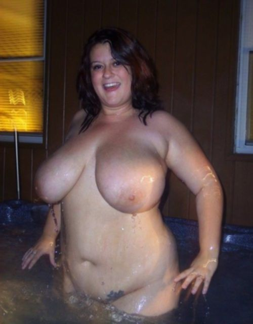 Толстые дамы показывают огромные буфера