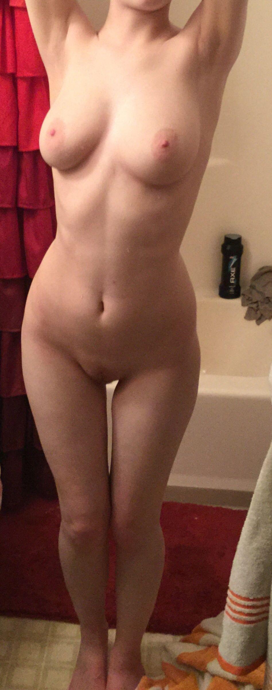 Подборка голых сисек стройных девушек