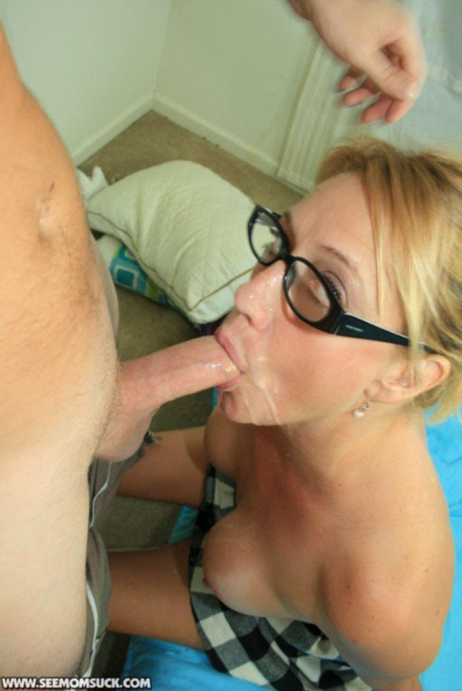Зрелая минетчица трижды довела спутника до оргазма