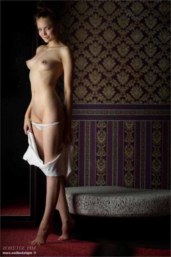 Amelie в гостинной