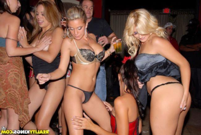Пьяные жопастые сучки на большом члене