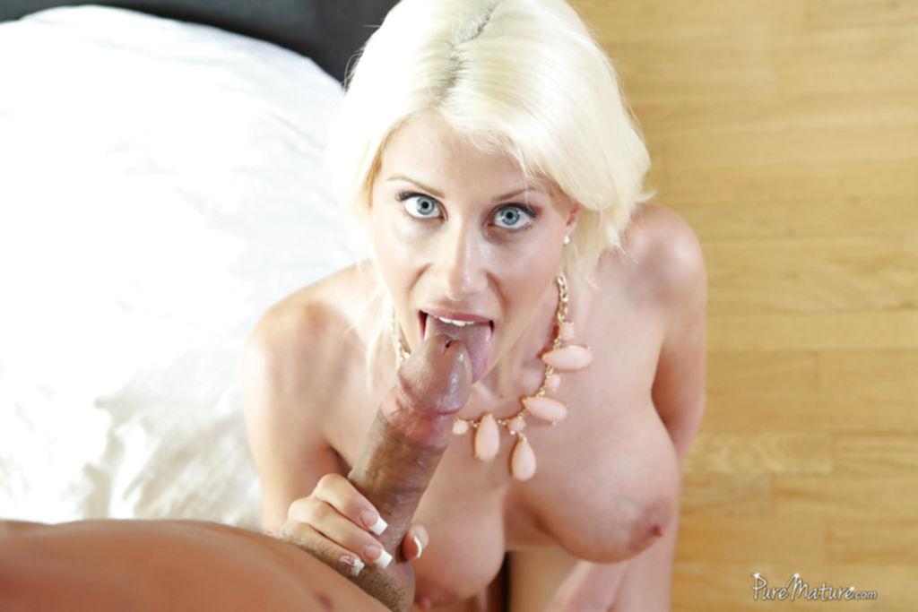 Блондинка устроила для суженного утренний отсос