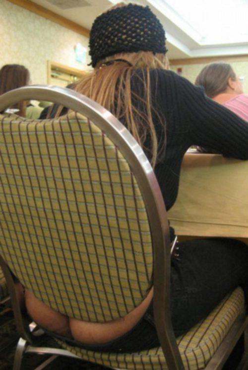 Девушки засветили свои жопы в публичных местах