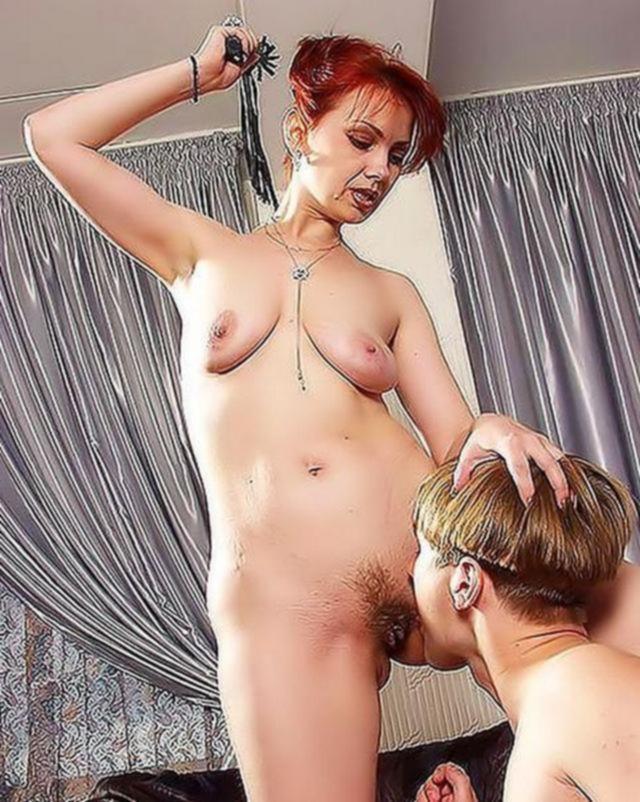 Паренек ублажает свою госпожу