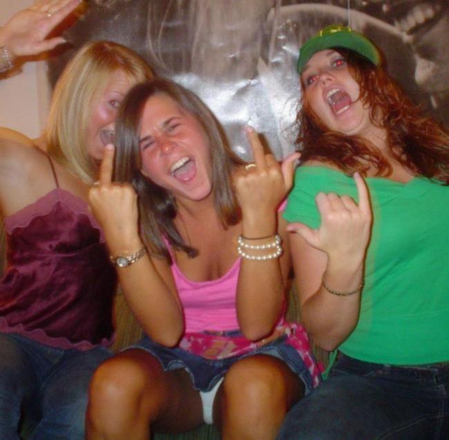 Пьяные малолетки на вечеринке