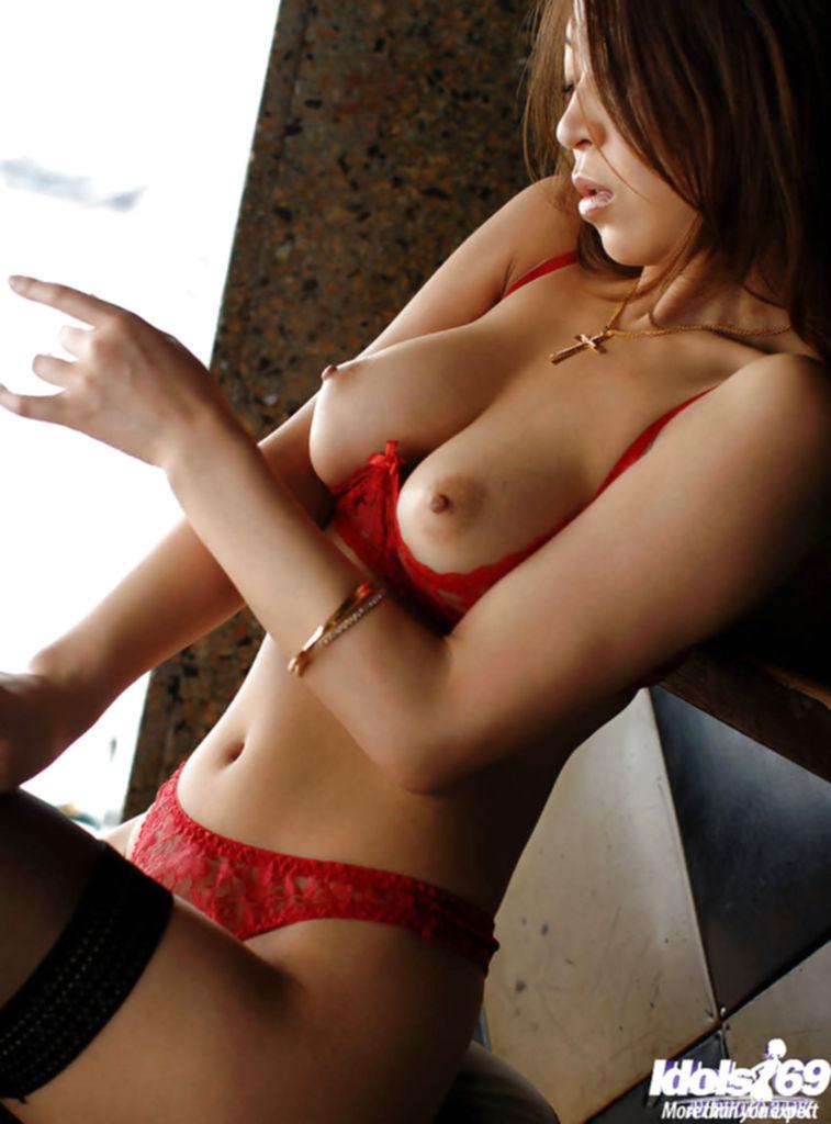 Азиатская официантка обнажилась перед боссом