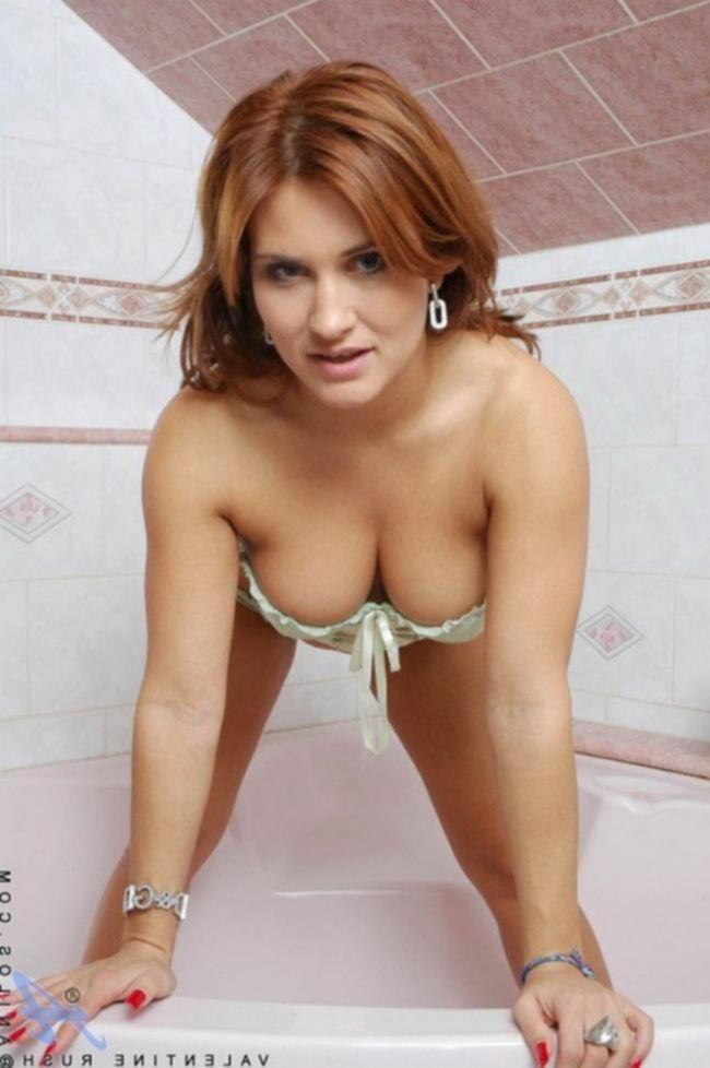 Мамочка в сексапильном белье устроила разврат в ванной