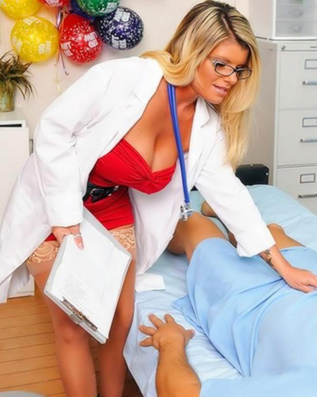 Зрелая мамочка Кристл Саммерс ебется с молодым
