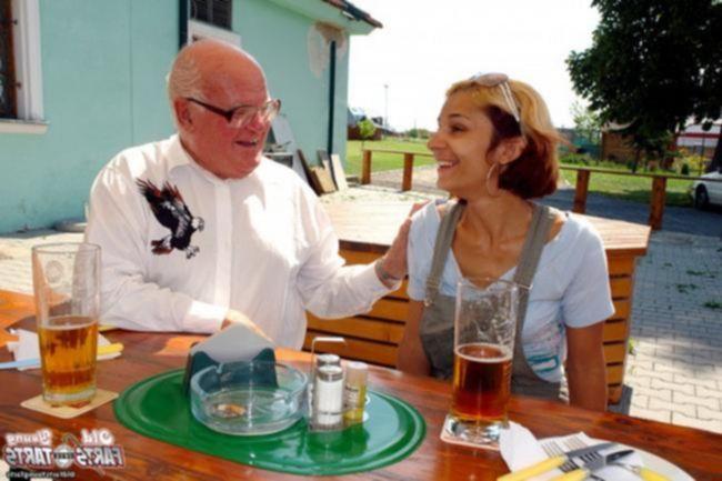 Папа пердолит взрослую дочь Карину в лесу