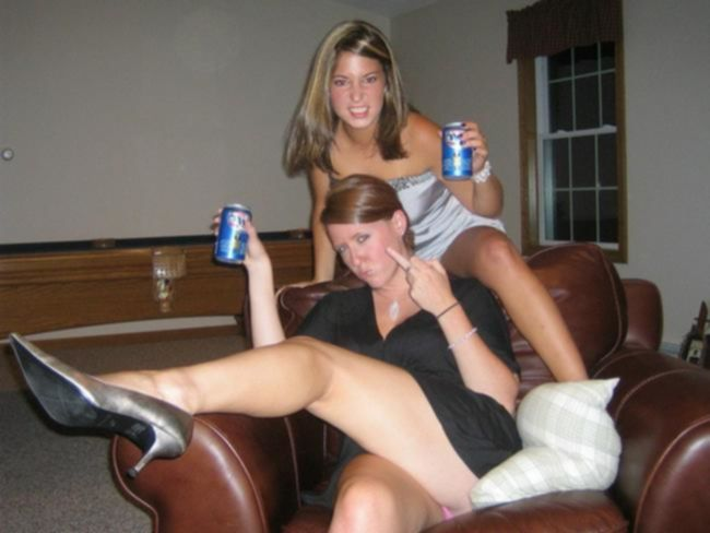 Пьяные лесбиянки отжигают