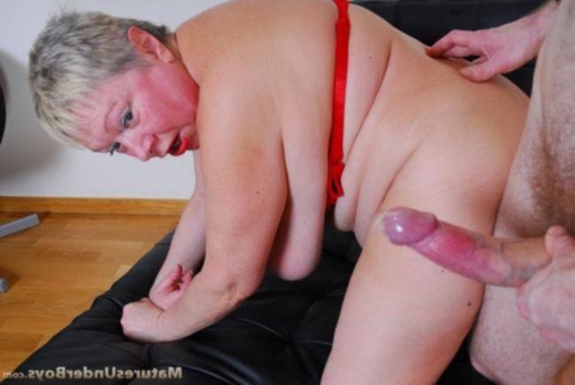 Секс с русской зрелой в ванне